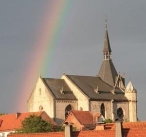 Die Nikolaikirche wird als die Perle der Frühgotik bezeichnet mit vielen Besonderheiten aus dieser Zeit.